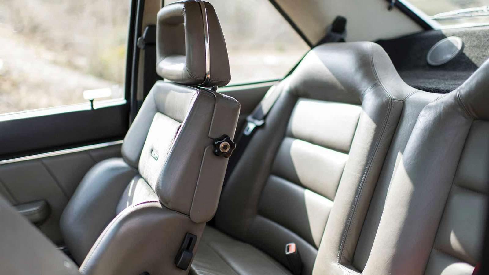 Кожаные сиденья с боковой поддержкой Audi Sport Quattro