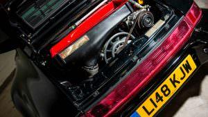 Моторный отсек Porsche 911 Turbo S Leichtbau 1993 года