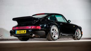 Редкий Porsche 911 Turbo S Leichtbau 1993 года выпуска