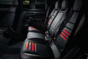 Сиденья чёрное с красным в Porsche Cayenne Magnum Sport