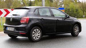Фото | Чёрный Volkswagen Polo 2018 на дорожных испытаниях