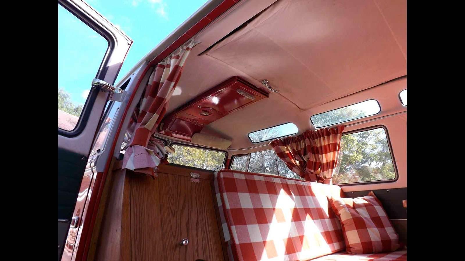 Фото | Интерьер Volkswagen T1 Samba 1959 года выпуска