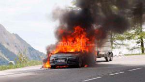Горящая Audi A7 Sportback 2019