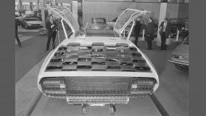 Крышка двигателя с сотовым рисунком Lamborghini Marzal