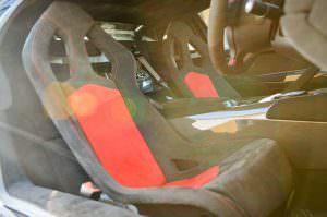 Чёрно-красные сиденья в салоне Lamborghini Murcielago SV