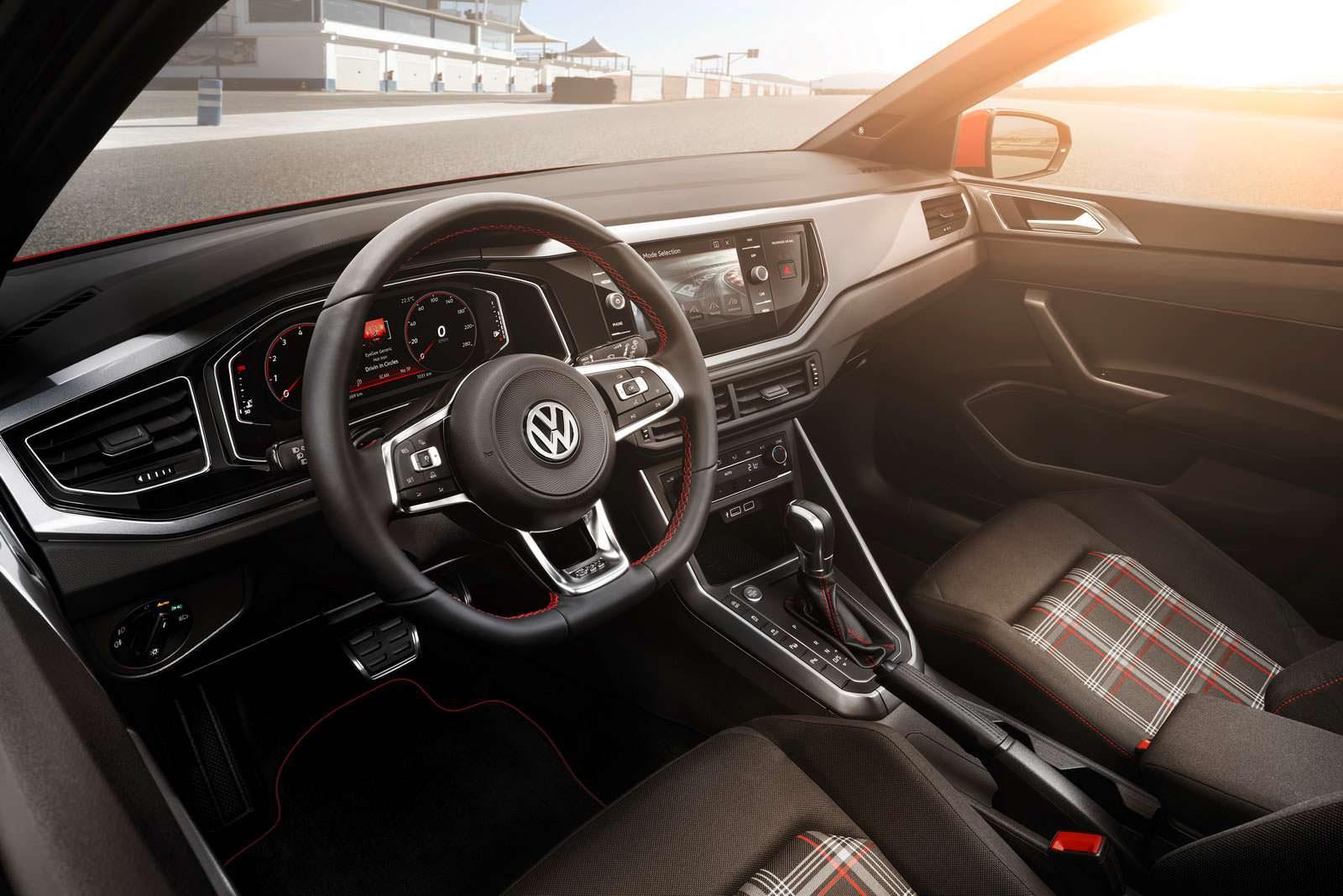 Салон нового Volkswagen Polo GTI