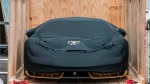 Новый Lamborghini Centenario в чёрном чехле