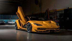 Lamborghini Centenario с открытыми дверьми