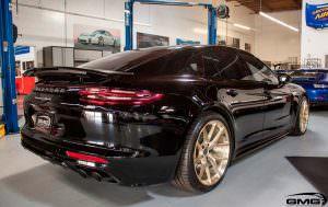 Черная Porsche Panamera Turbo на золотистых дисках HRE P101