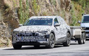 Закамуфлированный электрокар Audi E-Tron Quattro