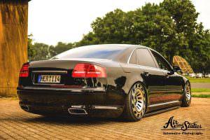 Чёрная Audi A8 D3 2004 года на дисках Radi8 R8T12