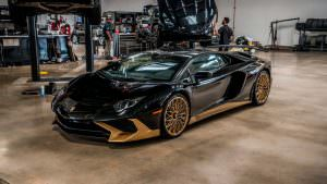 Фото   Чёрный Lamborghini Aventador SV