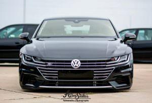 Чёрный Volkswagen Arteon 2017 на дисках Cayenne