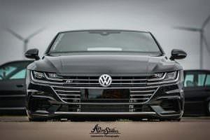 Чёрный Volkswagen Arteon 2017