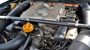 Двигатель V8 под капотом Porsche 928