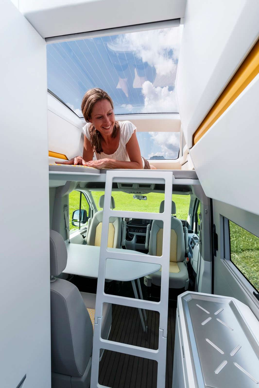 VW California XXL: лестница для доступа в спальную зону