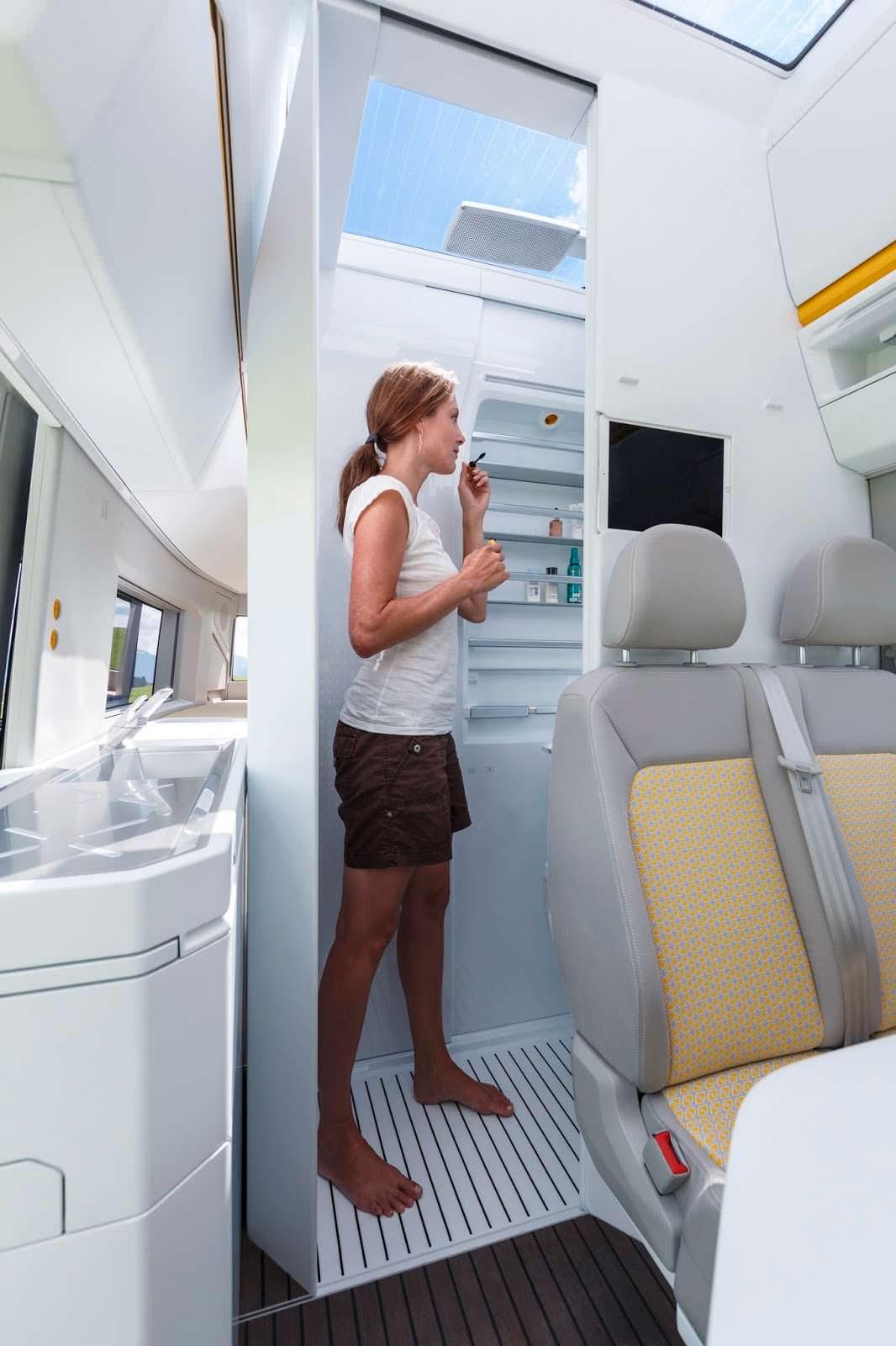 VW California XXL: раздвижная ванная комната в кемпере