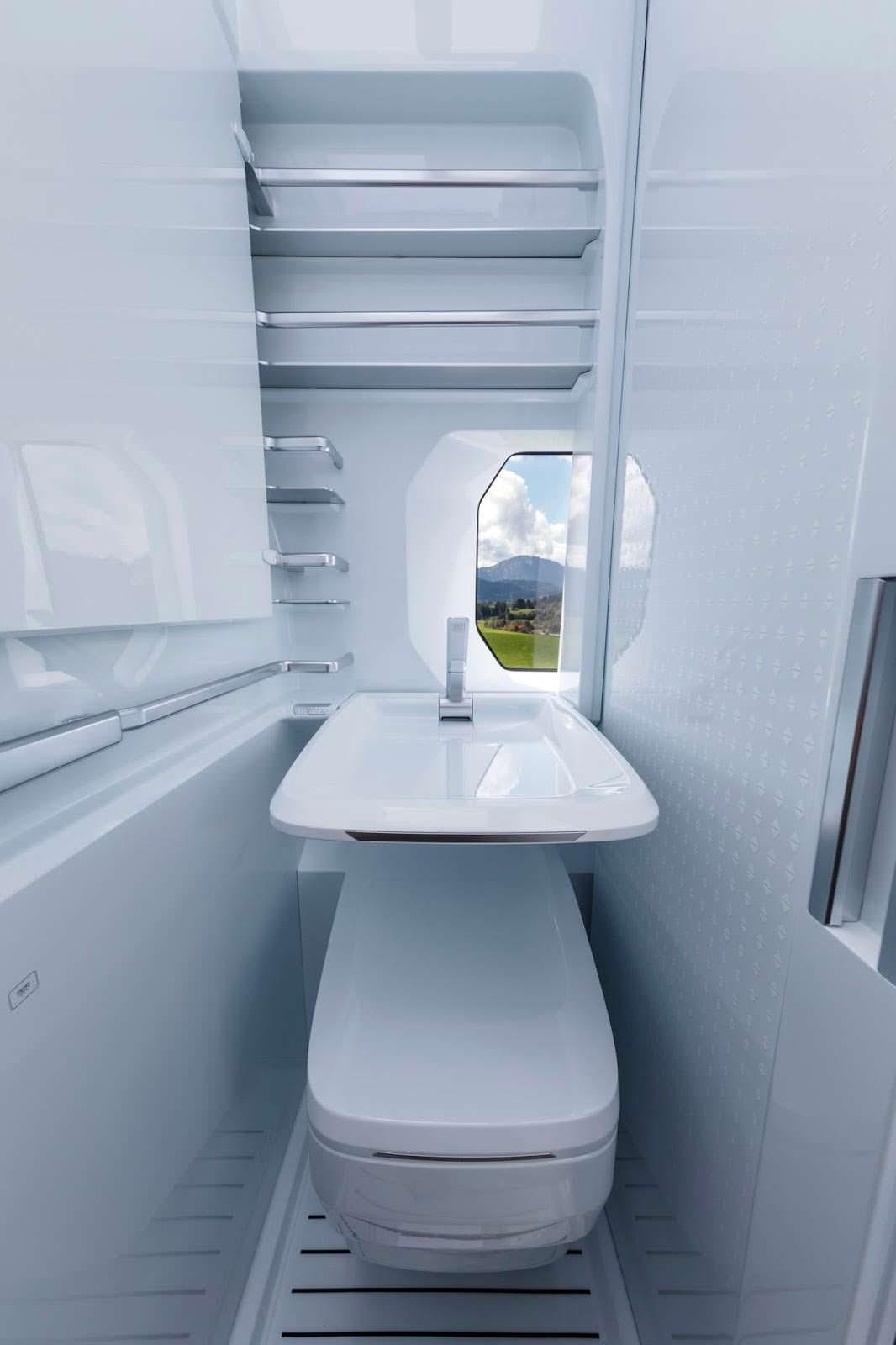 Туалет в кемпере с унитазом и раковиной VW California XXL