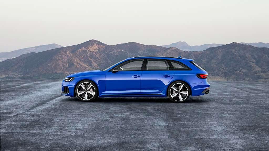 Быстрый универсал Audi RS4 Avant нового поколения