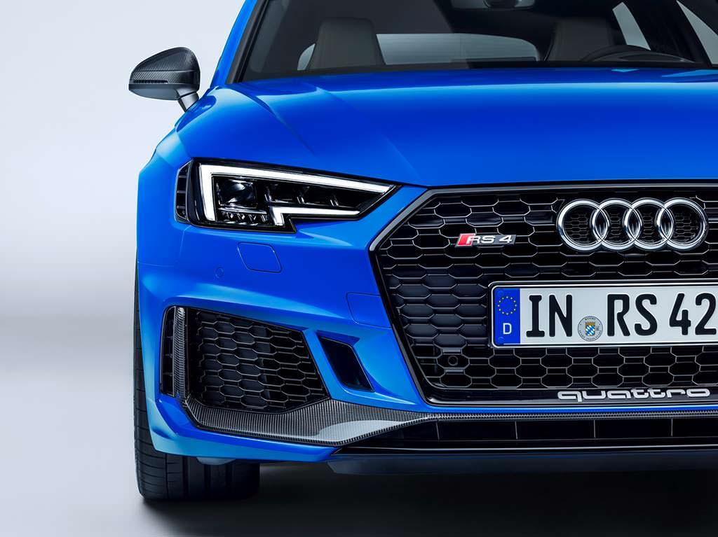 Облегченная Audi RS4 Avant Carbon Edition