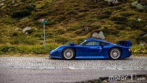 Фото суперкара Porsche 911 GT1 в Альпах, ШВейцария