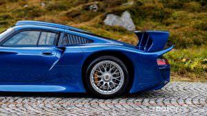 Суперкар Porsche 911 GT1 в Альпах, ШВейцария