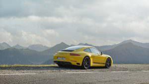 Облегченная Porsche 911 Carrera Touring 2018 года