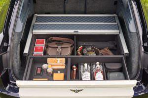 Экипировка охотника в багажнике Bentley Bentayga Field Sports