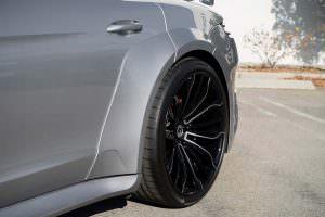 Новая Porsche Panamera на чёрных колёсах Forgiato