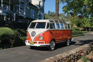 Отреставрированный Volkswagen Microbus Deluxe
