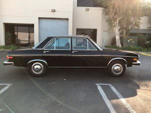 Чёрная Audi 100 LS 1974 года выпуска