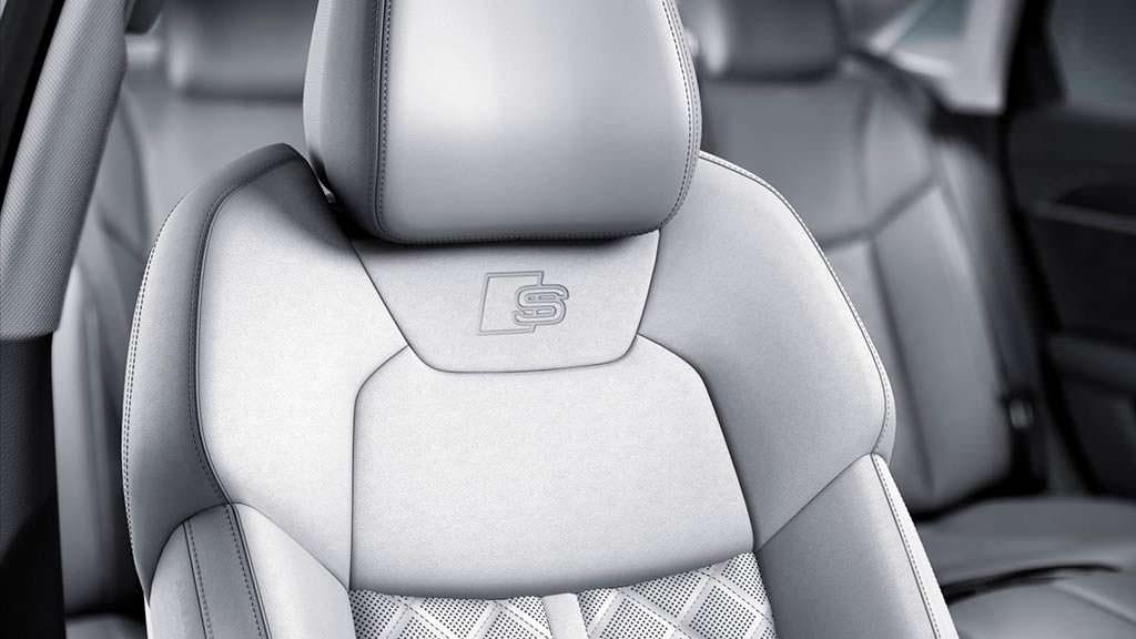 Сиденья Audi A8 с тиснением S