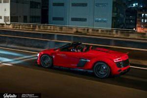Красная Audi R8 Spyder в обвесе Liberty Walk