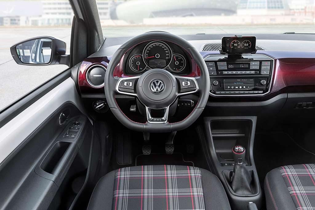 Фото салона Volkswagen Up! GTI