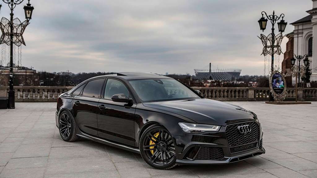 Чёрная Audi RS6 Sedan