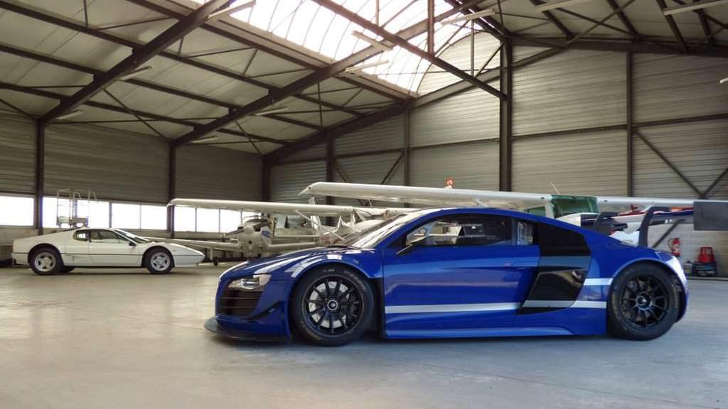 Гоночный суперкар Audi R8 LMS 2010 года выпуска