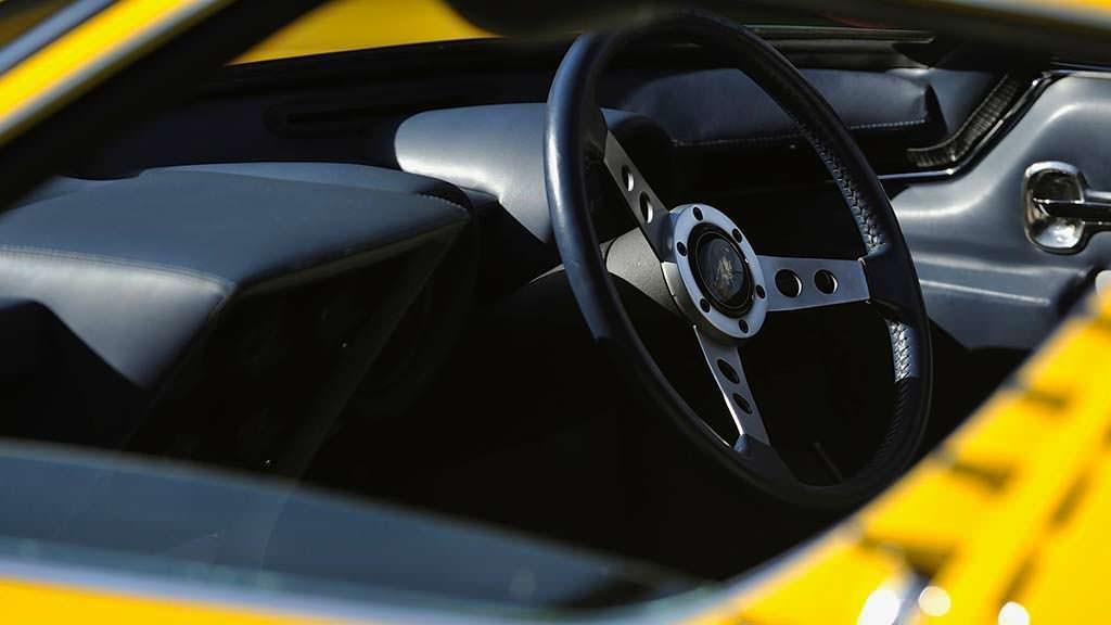 Фото салона Lamborghini Miura