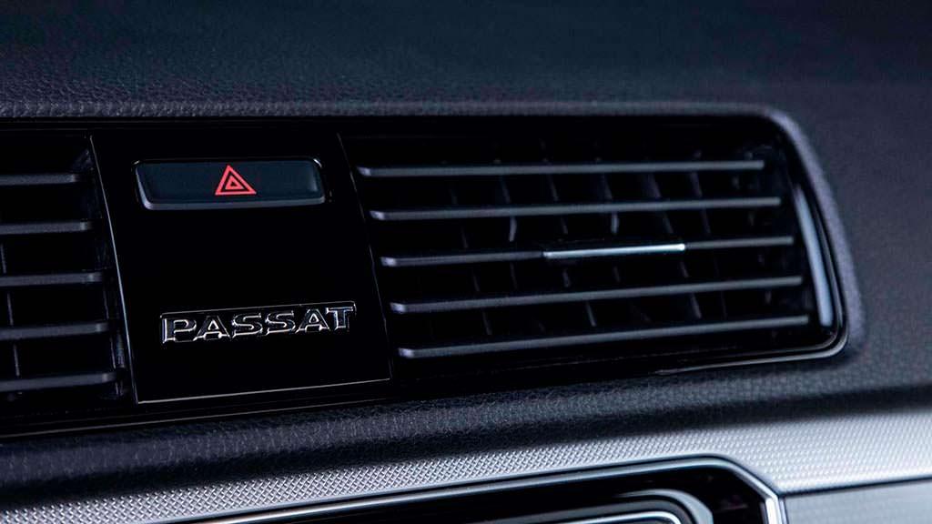 Чёрные глянцевые вентиляционные отверстия VW Passat GT