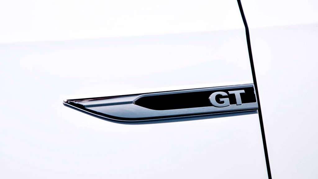 Надписи GT на крыльях VW Passat GT