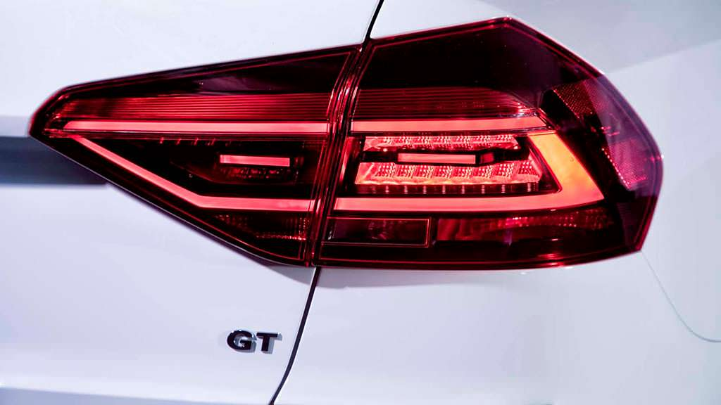 Затемнённые задние фонари Volkswagen Passat GT 2018