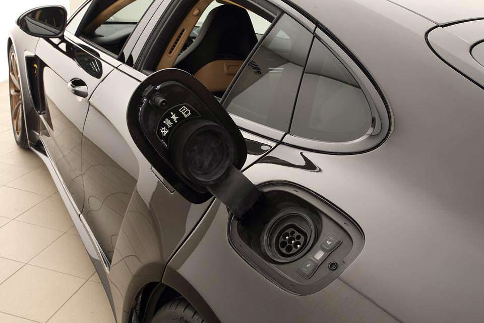 Лючок подзарядки Porsche Panamera Turbo S E-Hybrid