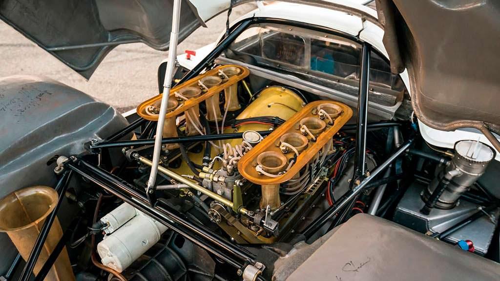Двигатель 3.0-литра V8 мощностью 350 л.с. Porsche 908 K