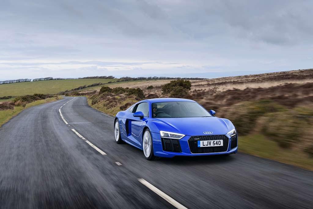 Audi R8 V10 RWS Limited Edition. Цена от £112 450
