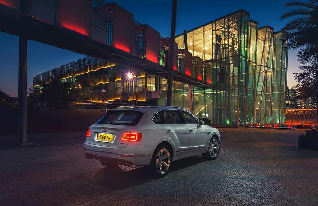 Bentayga Hybrid - первый гибридный автомобиль Bentley