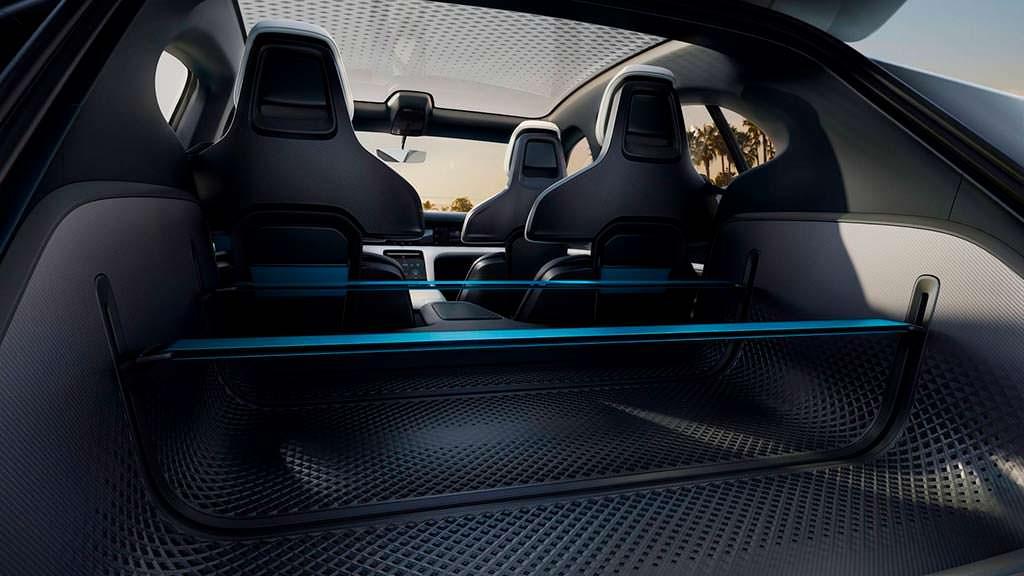 Багажник электромобиля Porsche Mission E Cross Turismo