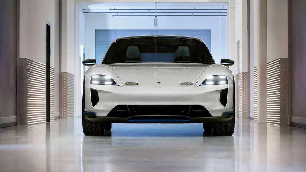 Электрический универсал Porsche Mission E Cross Turismo