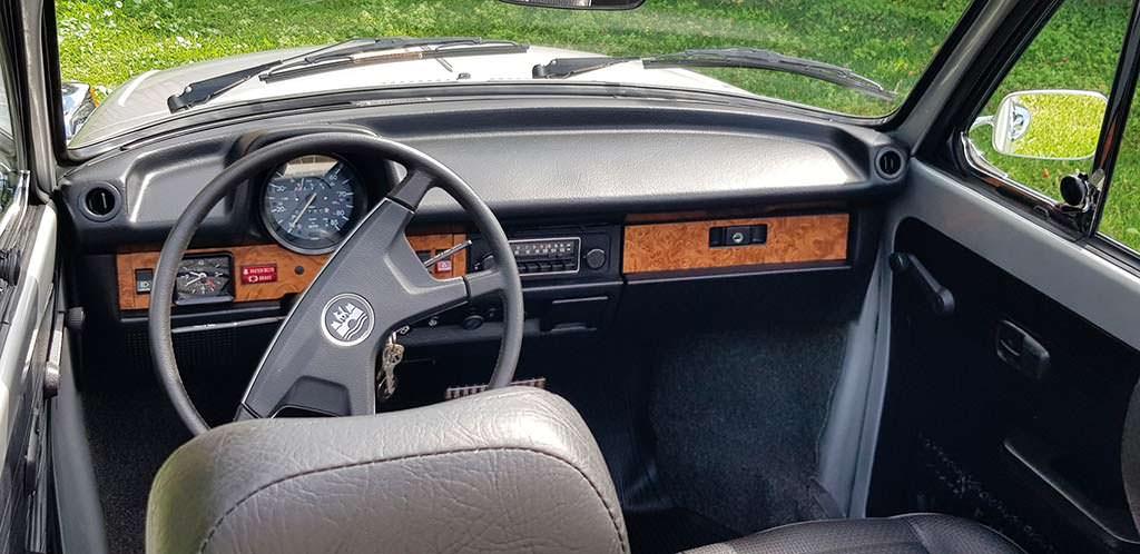 Фото внутри Volkswagen Beetle Cabriolet 1979 года выпуска