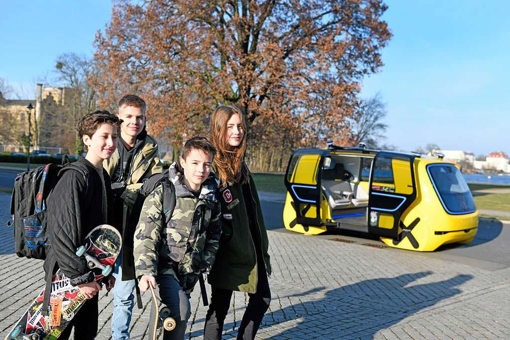 Школьный автобус без водителя Фольксваген