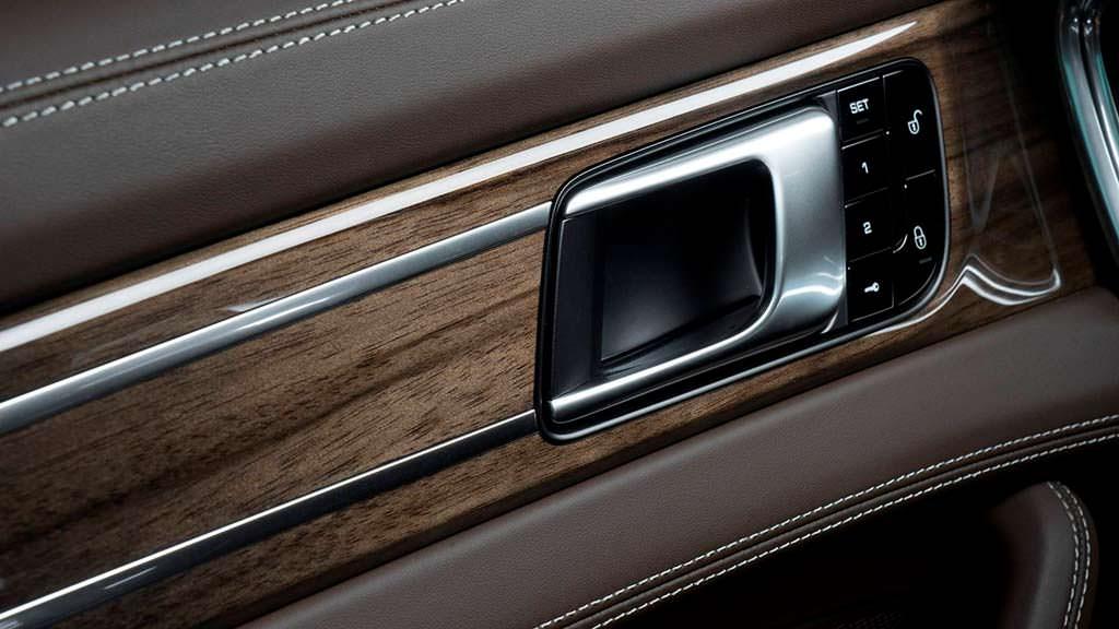 Отделка деревом Panamera Turbo от Porsche Exclusive Manufaktur