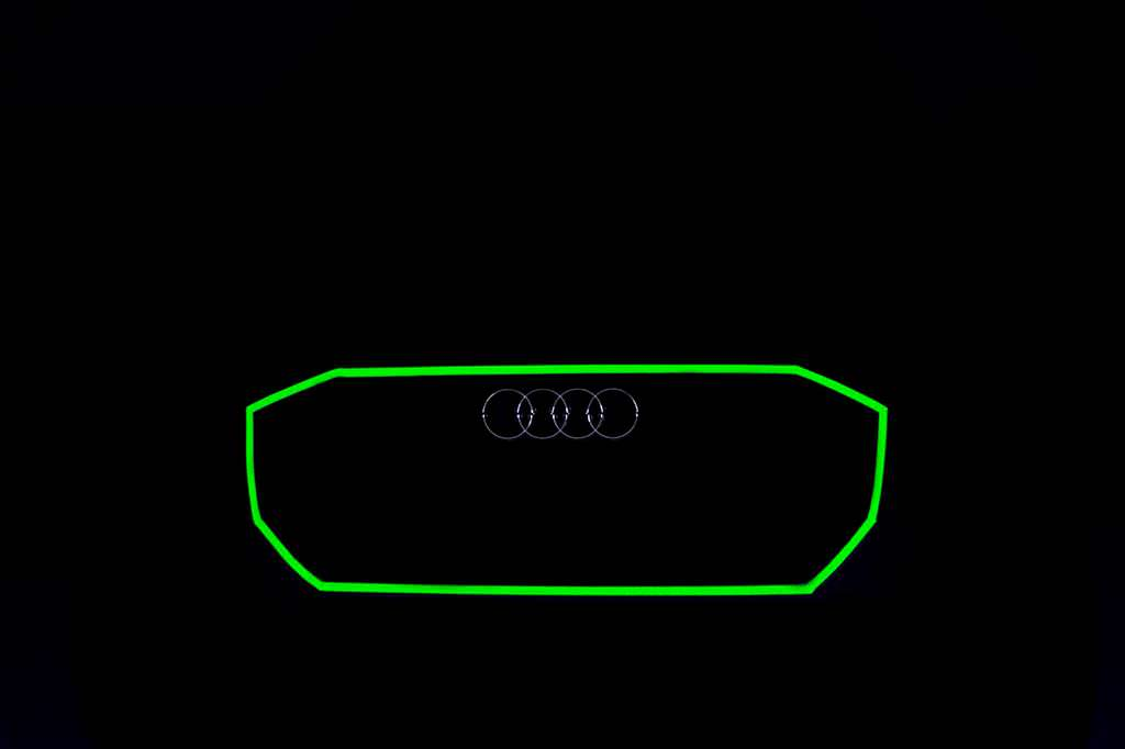 Радиаторная решетка Audi Q8